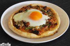 Pizza de carne, espárragos y huevo - L'Exquisit