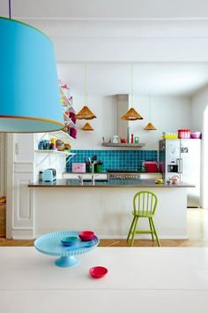 What a fantastic dining and kitchen space, love the white with bursts of color!