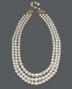 Three row pearls a must! Fashion Jewelry Necklaces, Pearl Jewelry, Fashion Necklace, Antique Jewelry, Jewelry Accessories, Jewelry Design, Jewelry Watches, Wire Jewellery, Pearl Necklaces