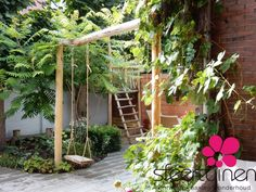 This is how you get the most out of a small garden - Dragonfly # get . Back Gardens, Outdoor Gardens, Merci Paris, Outdoor Shelters, Growing Gardens, Garden Care, Garden Structures, Outdoor Structures, Garden Cottage