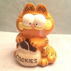 Vintage Garfield Cookie jar Rare cookies Ceramic Hand painted by AltmodischVintage on Etsy Cat Cookie Jar, Cookie Jars, Teapot Cookies, Garfield, Vintage Tupperware, Vintage Cookies, Halloween Trick Or Treat, Spring