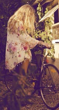 Haal de hippie in jezelf maar naar boven! In deze boho kimono's is jouw zomer gegarandeerd een fashionable feestje.