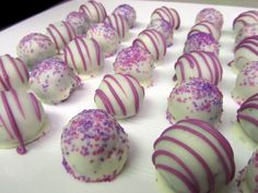 Candy, candy and candy Golden Oreo Cookie Balls Oreo Cookie Balls Recipe, Oreo Truffles Recipe, Truffle Recipe, Oreo Cookies, Oreo Cake, Just Desserts, Delicious Desserts, Dessert Recipes, Yummy Food