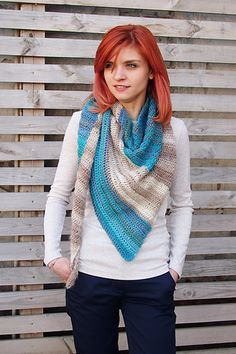 Unforgettable shawl is classical triangle shawl with pinch of playfulness. That's why it's asymmetrical and it's made from 2 colors. The shawl is available in 2 sizes. So you have lots of possibilities to play with wonderful yarn, classical lines and simple stitch. Enjoy!