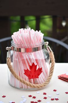 Woman in Real Life:The Art of the Everyday: Canada Day Party Ideas & A Family-Friendly Strawberry No-jito Recipe Canada Information, Canada Day Party, Canada Holiday, Happy Canada Day, Canada Eh, Bbq Party, Food Presentation, Diy Food, Friends Family