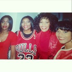 Whitney Houston Young, Whitney Houston Pictures, Pretty Black, Beautiful Black Women, Cissy Houston, Twist Braid Hairstyles, Star Trek Movies, Simply Red, Rhythm And Blues