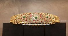 Grand bridal kundan vaddanam in beautiful classic design from L Bajrang Pershad Jewellers adorned with white red and green kundans and decorated with large gold ball drops. Bridal Jewelry Sets, Bridal Necklace, Wedding Jewelry, Bridal Jewellery, Indian Jewellery Design, Indian Jewelry, Jewelry Design, Vaddanam Designs, Waist Jewelry