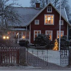 Swedish Cottage, Swedish House, Cozy Cottage, Cottage Style, Red Houses, Scandinavian Home, Christmas Home, My Dream Home, Beautiful Homes