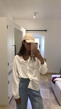 Street style - Source by mirasophieee - Looks Street Style, Street Style Trends, Looks Style, Nike Street Style, Sneakers Street Style, Street Styles, Mode Outfits, Fall Outfits, Fashion Outfits