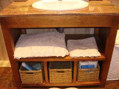 Mueble bajo encimera de mármol, en madera, sólo con huecos. #diseñomuebles #diseñocarpinteria #carpinteriamadera