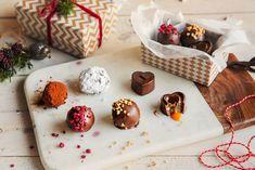 Hjemmelaget julekonfekt Fudge, Rocky Road, Marshmallows, Pudding, Gift Wrapping, Snacks, Baking, Desserts, Christmas