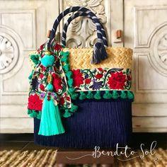 ¡DISPONIBLES PARA ENVÍO INMEDIATO! Bolsa azul marino y verde: Medianas Bolsa azul y morada: Chicas Informes por inbox  #artesanal #hechoenmexico #hechoamano #Mexico #color