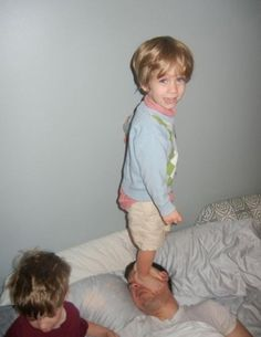 13 Parents Having A Bad Day - I can't even handle these right now. I love AwkwardFamilyPhotos.com