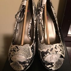 Just fab wedge size 11 NWT AND BOX Just fab wedge size 11 NWT AND BOX black and white print JustFab Shoes Wedges