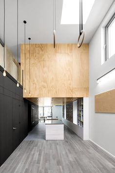 Naturehumaine house in Montratl includes gym hoops and apparatus inside a home for two athletes //