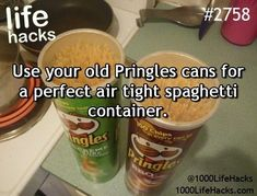 The best DIY projects & DIY ideas and tutorials: sewing, paper craft, DIY. Ideas About DIY Life Hacks & Crafts 2017 / 2018 Give your old Pringles cans a second life ! Diy Hanging Shelves, Floating Shelves Diy, Diy Wall Shelves, Pringles Dose, Pringles Can, Diy Home Decor Projects, Diy Projects To Try, Craft Projects, 1000 Life Hacks