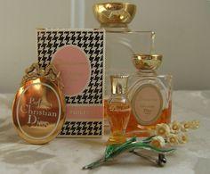 Diorissimo, the muguet perfume by Dior Dior Vintage, Perfumes Vintage, Vintage Perfume Bottles, Vintage Fashion, Parfum Dior, Pantalon Elephant, Flower Power, Christian Dior Perfume, Fragrance Samples