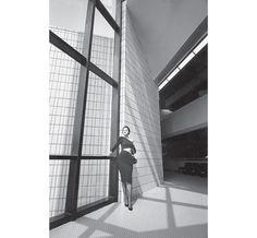 Sylvie Barin, robe Angelo Tarlazzi, musée d'Art contemporain, Dunkerque, France, Vogue France, 1984