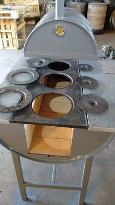 Oven and stove with recycled drums. - Horno y fogón con tambores reciclados. Oven and stove with recycled drums. Wood Oven, Wood Fired Oven, Outdoor Kitchen Design, Kitchen Decor, Bbq Grill, Grilling, Outdoor Kocher, Outdoor Stove, Stove Oven