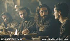 En aquel tiempo, dijeron a Jesús los fariseos y los escribas: «Los discípulos de…