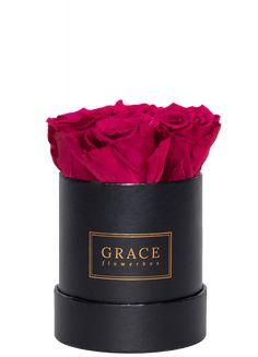 Handgemachte Flowerbox mit haltbaren Rosen, die bis zu drei Jahre blühen. Schnell und sicher online bestellen. Flower Boxes, Mugs, Tableware, Window Boxes, Dinnerware, Tablewares, Mug, Place Settings, Flower Containers