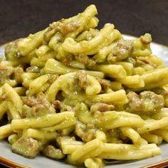 Casarecce alla crema di patate e broccoli con salsiccia - Rezepte Pasta Recipes, Cooking Recipes, Healthy Recipes, Pasta Con Broccoli, Comfort Food, Pasta Dishes, Pasta Salad, Italian Recipes, Macaroni And Cheese