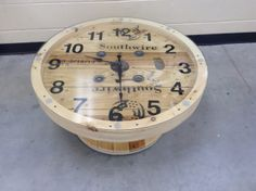 A cable wire spool made into a coffee table clock. High torque movement and Extra long hands purchased from Klockit. Wire Spool, Wooden Spools, Spool Crafts, Wooden Crafts, Wooden Cable Reel, Cable Wire, Cable Drum, Diy Furniture Plans, Pallet Furniture