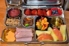 Blueberry Applesauce, Granola Bar, Elephant Cut cheese, Rolled honey ham, Honey Crisp Apples (SO awesome for lunches) & Honey (my boys like to dip apples in honey, rainbow goldfish, blueberries, strawberries, chocolate goldfish, jelly beans  #planetbox #lunch #school #lunchbox