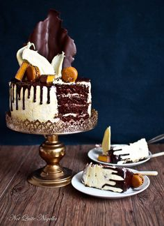 Queenie: The Luscious Four Layer Chocolate Ganache Drip Cake That Anyone Can Do! Chocolate Ganache Drip Cake, Chocolate Day, Chocolate Cakes, Köstliche Desserts, Delicious Desserts, Mini Cakes, Cupcake Cakes, Cupcakes, Drip Cakes