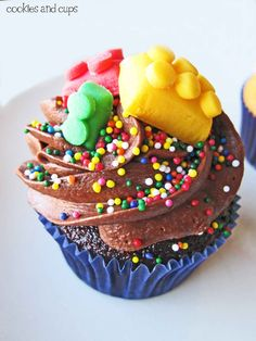Who said movie night had to be ordinary? Mix things up by shaking on some colorful sprinkles onto delicious chocolate cupcakes. Plus, the whole family will love the building block decorations! Lego Cupcakes, Yummy Cupcakes, Cupcake Cookies, Best Cupcake Recipe Ever, Cupcake Recipes, Cupcake Ideas, Dessert Recipes, Crazy Cookies, Weird Food