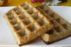 Flourless and Fat Free Waffles WW - Dish and Recipe - Waffles without flour and without fat WW, recipe for delicious very light and crispy waffles, witho - Healthy Protein Breakfast, Healthy Fats Foods, Fat Foods, Healthy Cake, Ww Desserts, Diabetic Desserts, Waffle Recipes, Raw Food Recipes, Crispy Waffle