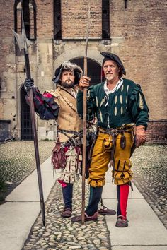 Two landsknecht halberdiers. Photo by Camillo Balossini. https://www.facebook.com/camillo.balossini