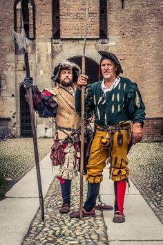 Two landsknecht halberdiers. Photo by Camillo Balossini. https://www.facebook.com/camillo.balossini