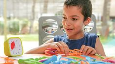La dyspraxie est un trouble du geste qui affecte le développement des habiletés motrices. Les personnes dyspraxiques ont des difficultés à planifier et réaliser des gestes du quotidien. Cela peut varier en fonction des tâches a priori simples à réaliser comme « dire au revoir » à des tâches plus complexes comme le brossage de dents. Cependant une personne atteinte de dyspraxie peut apprendre à fonctionner de façon indépendante grâce à la mise en place de méthodes d'apprentissage adaptées et…