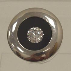 Buy online, view images and see past prices for 5.01 ct, Color D, VS2, Round cut Diamond GIA Graded, Appraised Value: $1,296,300. Invaluable is the world's largest marketplace for art, antiques, and collectibles.