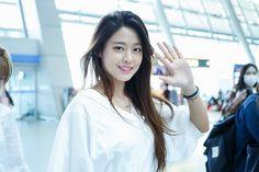 Lot o turbulence on that flight ? Seolhyun, Korean Star, Korean Girl, Kpop Girl Groups, Kpop Girls, Pretty Babe, Pretty Girls, Kim Seol Hyun, Live Girls