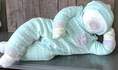 Excellent baby arrival detail are available on our internet site. Have a look and you wont be sorry you did. Couches, Baby Shower Gifts, Baby Gifts, 1 Advent, Third Baby, Baby Shower Centerpieces, Diaper Cake Centerpieces, Baby Arrival, Baby Makes