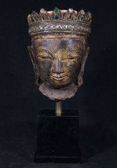 18th century Shan Buddha head Material: lacquer 48,5 cm high Just the head is 30 cm high The base is 15,5 x 15,5 cm Shan (Tai Yai) style 18th century With traces of 24 krt. gold A very nice piece ! Originating from Burma