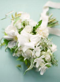 White Wedding Bouquet. Photography: Laura Ivanova Photography - http://www.lauraivanova.com