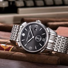 The Historiador Pequeños Segundos is the perfect accompaniment to a sartorial ensemble. Its dial and case exude elegance and refinement. While inspired by the aesthetic of the 1940s, the design of this handsome creation confers lasting charm. #Historiador #Pequeños #Segundos Raymond Weil, Omega Watch, 1940s, Handsome, Watches, Inspired, Elegant, Classic, Accessories