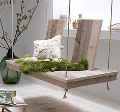 Looking for some fabulous wood pallet swing ideas? Check these surprising pallet swing designs for your ultimate summer time! Swing Indoor, Diy Swing, Indoor Benches, Patio Swing, Porch Swings, Balcony Swing, Bed Swings, Indoor Hammock, Rope Swing