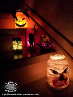 Halloween 2014 - Windlichter mit verschiedenen Gesichter bei Tageslicht.  Anleitung:  Alle Gläser (Gurkengläser, Würstchenglas - vorher natürlich die Etiketten entfernen) wurden mit Kleister und Transparentpapier (grün, lila, weiß, orange, pink) beklebt.   Bei den Fledermäusen sollte man nur eine Lage nehmen, da das Lila nicht viel Licht durchlässt. Die Fledermäuse (graue und schwarze Pappe) habe ich mit der Hand auf die Pappe vorgezeichnet, für den Mond (gelbe Pappe) habe ich einfach einen…