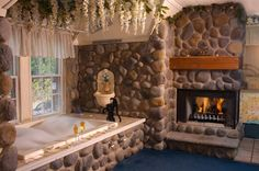 I've never been to Wisconsin, but this inn on Lake Geneva looks amazing. It would also be great inspiration for a romance novel. If anyone would like to see more pics or learn about this place, check out this link: http://www.lazycloud.com
