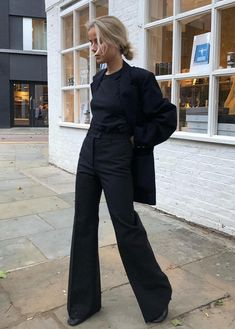 black fashion 32 Minimalist Outfit Ideas For Fall 2019 # Street Style Looks, Looks Style, Street Style Edgy, Street Look, Street Chic, Street Style Women, Blazer Fashion, Fashion Outfits, Business Outfit Frau