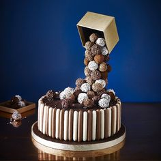 Tiers & Spheres Anti-Gravity Cake Kit is ideal for making celebration cakes. Chocolate Truffle Cake, Chocolate Truffles, Bolo Chiffon, Malteser Cake, Gravity Defying Cake, Anti Gravity Cakes, Cake Frame, Cake Kit, Cake Online