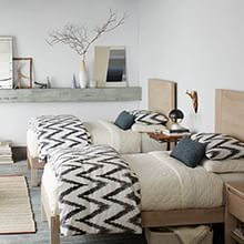 14 Trendy Bedroom Design and Decor Ideas for Your Next Makeover - The Trending House Guest Bedroom Decor, Guest Bedrooms, Bedroom Colors, Home Bedroom, Bedroom Wall, Bedroom Boys, Bedroom Ideas, Trendy Bedroom, Modern Bedroom