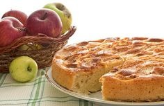Looking for an effortless apple cake? Try Russia's most popular dessert and you'll always have your go-to recipe. Diabetic Menu, Diabetic Desserts, Köstliche Desserts, Diabetic Recipes, My Recipes, Baking Recipes, Dessert Recipes, Apple Charlotte, Apple Cake Recipes