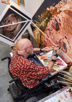 Chuck Close at work painting in his studio. Artist Art, Artist At Work, Atelier D Art, Ap Art, Arts Ed, Art Plastique, Famous Artists, Art Studios, Art Education