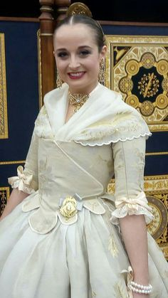 Historical Costume, Historical Clothing, 1700s Dresses, Fairy Tale Costumes, Costumes Around The World, 18th Century Fashion, Traditional Fashion, American Women, Couture Dresses