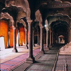 "aabbiidd:  ""The very center of yourheart is where life begins.The most beautiful placeon earth."" -RumiShahi Masjid.Chiniot, Pakistan. (Instagram: aabbiidd)"